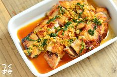 にんにく、大葉、わさびが入った薬味たっぷりダレの鶏肉レシピ。