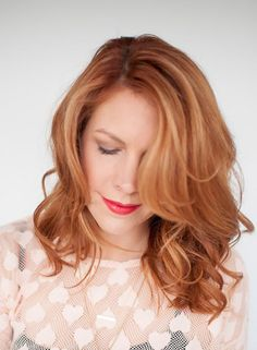 Put a little pep in your short hair with this bombshell curls hair tutorial.