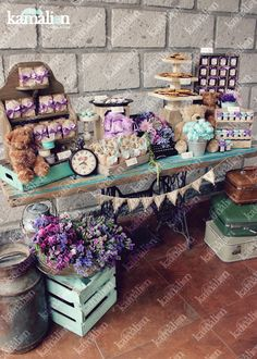 www.kamalion.com.mx - Mesa de Dulces / Candy Bar / Postres / Evento / Menta & Morado / Mint & Purple / Rustic Decor / Dulces / Vintage / Madera / Lecheros / Maletas / Bautizo / It's a gril / Osos / Teddy Bear / Clock / Máquina de coser. Vintage Candy Bars, Rustic Candy Bar, Sweet Bar, Dessert Bars, Dessert Table, Snaks, Candy Buffet, Candy Table, Party Gifts