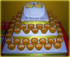 Torre de cupcakes y torta de Gaturro