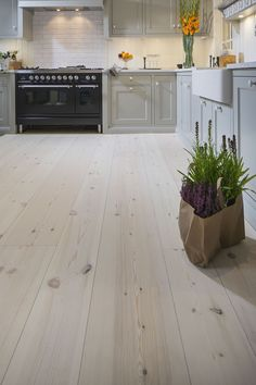 Lyed and whiteoiled pine floors from Rappgo.