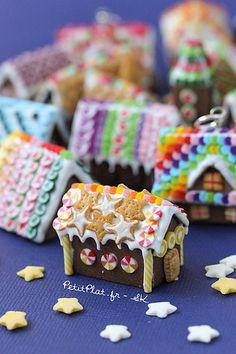 PetitPlat Miniatures by Stephanie Kilgast: Miniature Gingerbread Houses - Tons of Them :) Christmas Gingerbread House, Christmas Clay, Miniature Christmas, Christmas Minis, Gingerbread Houses, Gingerbread Cookies, Xmas, Polymer Clay Miniatures, Polymer Clay Charms