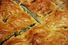 During Greek Lent, this spinach pie without feta cheese is one of the favorites. Perfect for vegans and vegetarians! Greek Dishes, Main Dishes, Greek Spinach Pie, Savory Pastry, Good Food, Yummy Food, Veggie Delight, Dinner Salads, Spanakopita