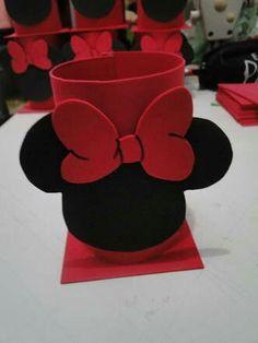 Dulcero minnie Minnie Mouse Birthday Decorations, Mickey Party, Mickey Mouse Birthday, Mickey Minnie Mouse, Tin Can Crafts, Diy And Crafts, Crafts For Kids, Fiesta Mickey Mouse, Pot A Crayon