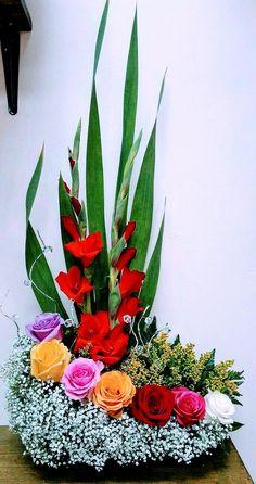 Gladiolus Arrangements, Easter Flower Arrangements, Creative Flower Arrangements, Beautiful Flower Arrangements, Floral Arrangements, Altar Flowers, Church Flowers, Funeral Flowers, Flowers Garden