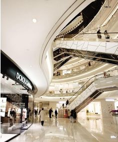 Benoy-designed iAPM breaks the retail mould for Shanghai « PRC Magazine Shoping Mall, Shopping Mall Interior, Restaurant Hotel, Atrium Design, Retail Interior Design, Interior Shop, Mall Design, Centre Commercial, Commercial Architecture