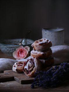 Jahodovo-vanilkové slimáčiky - My Sweet Fairytale Buns, Fairytale, Cereal, About Me Blog, Breakfast, Sweet, Food, Basket, Fairy Tail