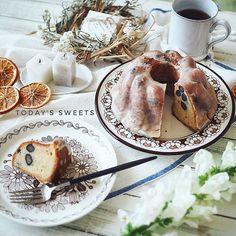 * 2017*1*13 * @nanako989870 ななちゃんから お年賀届きました。#16区 の #クグロフ ˖◛⁺⑅♡ * 黒豆が入っていて 上の砂糖のコーティングが シャリシャリしていて美味しかったよー。ななちゃんが ご実家に帰省した時に 送ってくれました。 * 貴重な焼き菓子ありがとう!! * * 毎日合言葉になってり 寒いと言う言葉❄️言わずにはいれません(笑)北海道だけじゃなく 週末は寒波が襲ってくるとの予報なので お出かけの方は気をつけてくださいね! * * #プレゼントmaple #焼き菓子 #クグロフケーキ #北欧ヴィンテージ #カトリーリ #エリナ #アスティエ #astierdevillatte #日々の暮らし #foodpic #foodstagram #delistagrammer  #tablephoto #tablestyling #tv_stilllife #onmytable #onthetableproject #IGersJP #ig_japan #ig_photooftheday #styleonmytable…