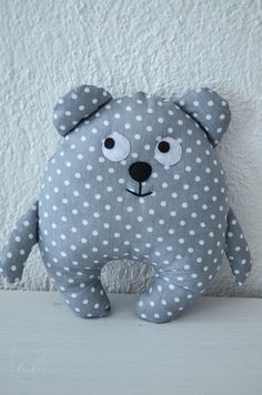 Image of Polka dot bear Sewing Stuffed Animals, How To Make Clothes, Birthday Cake Girls, Cat Pattern, Sewing Toys, Diy Toys, Baby Quilts, Crafts To Make, Little Ones