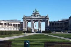 Arc de Triomphe - Brussels, Belgium... i would run here and back all the time last autumn. i miss it!