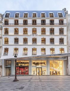 Architecture Photographe Paris - Retail Interior & More Dior Homme store, IFS mal, Chongqing, Sichuan, China. Dior Store, Most Beautiful, Beautiful Places, Retail Interior, Dior Couture, Paris Hotels, Facade Architecture, Luxury Shop, Mansions