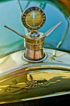 Vintage Hood Ornaments Photograph - 1923 Ford Model T Hood Ornament by Jill Reger Retro Cars, Vintage Cars, Antique Cars, Car Bonnet, Car Hood Ornaments, Car Badges, Car Logos, Car Head, Radiator Cap