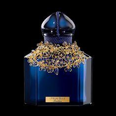 L'HEURE BLEUE 100ème ANNIVERSAIRE - Guerlain  Edizione in flacone di cristallo Baccarat con colletto couture in oro zecchino cesellato da Gripoix, prodotta in soli 48 esemplari.