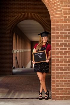 Professional Graduation Portraits for University of Texas, Texas State, Concordia and more. Teacher Graduation Cap, Nursing Graduation Pictures, Graduation Picture Poses, College Graduation Pictures, Graduation Portraits, Graduation Photoshoot, Graduation Photography, Grad Pics, Senior Portraits