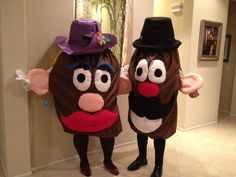 Mr. & Mrs. Potato head Halloween costumes we made with felt. Great costume for a cold halloween night.