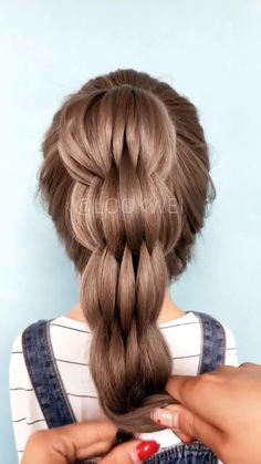 Bushel braid (multi strand pull through braid) # Braids hairstyles videos Banana hairstyle, do you like it? Easy Hairstyles For Long Hair, Braided Hairstyles Tutorials, Little Girl Hairstyles, Cool Hairstyles, Braid Hairstyles, Haircut Long Hair, Hairstyles Videos, Updo Hairstyle, Celebrity Hairstyles