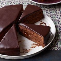 Lidia Bastianich& Sacher torte, a classic Austrian chocolate cake layered with apricot preserves, is deliciously moist. Easy Cake Recipes, Dessert Recipes, Desserts, Chocolate Frosting, Chocolate Cake, German Chocolate, Sacher Torte Recipe, Pound Cake Glaze, Food Cakes