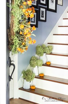 Just a few simple touches are all you need to welcome fall to a small entry. See them here!