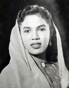 Zaiton Abdullah one of the most popular and talented Malay film actresses in the and Indonesian Women, 60s Art, Old Maps, People Art, Vintage Beauty, Traditional Outfits, Fashion Details, Celebrity Photos, Beauty Women