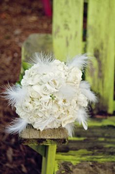 bouquet feathers white