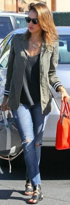 Who made Jessica Alba's green jacket, gold jewelry, and blue ripped skinny jeans?