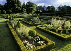 """French Parterre"" landscape design inspiration: Parterre at Westbury Court Garden"