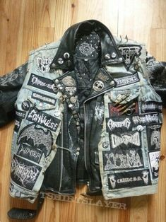 - Jacket -Jacket - Jacket - Battle Jackets are cool too 最終的にこうなったメタルGジャン 裏 Heavy Kruppstahl Metal jacket Super Duper Black Metal Trooper Vest With True Norwegian Leather Jacket Metal Fashion, Punk Fashion, Punk Outfits, Cool Outfits, Punk Rock, Custom Clothes, Diy Clothes, Look 80s, Mode Punk