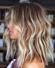 Hot Balayage Beach Waves Hair Looks for Ladies in 2019 Browsing for latest hair color shades to try in these days? We have prepared here a list of best balayage hair colored beach hairstyles for more sexy and hot look in Must try this sensational hai Balayage Hair Blonde Medium, Brown Blonde Hair, Hair Color Balayage, Blonde Balayage Highlights, Short Balayage, Ombre Hair, Brownish Blonde Hair Color, Blonde Hair With Dark Eyebrows, Blonde Hair With Brown Roots