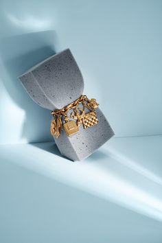 Gold Mile Magagzine / Fashion still life Jewelry Ads, Jewelry Branding, Photo Jewelry, Jewelry Shop, Jewelery, Jewelry Design, Photography Accessories, Jewelry Photography, Fashion Still Life