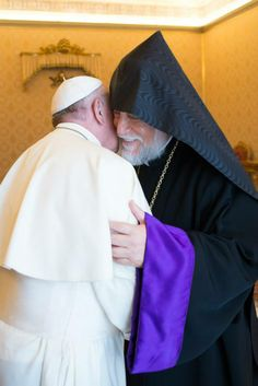 Pope Francisco yesterday received the Patriarch Aram I, Catholicos of the Armenian Apostolic Church of Cilicia (Armenian Orthodox Church) and his entourage. After a private meeting, they went to the chapel Redemptoris Mater for they pray together.
