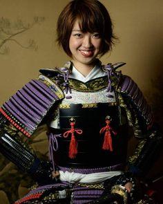 Cutie Japanese Girl in Samurai Warrior Armor! Female Samurai, Samurai Weapons, Samurai Armor, Bushido, Nyc Subway, Kendo, Japanese Outfits, Warrior Princess, Touken Ranbu