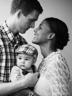 beautiful and simple fotograf i uppsala fotograferar benjamin Beautiful Love, Beautiful Family, Family Love, Young Family, Absolutely Gorgeous, Black Woman White Man, Black And White Love, Black Women, Mixed Couples