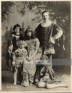 Actress Esther Ralston (center) and her family were a theatrical troupe known as…
