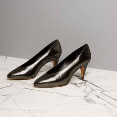 Crafted from glossy metallic-black leather to a glove-like shape, these Étoile Peas pumps from Isabel Marant will bring a cool new feel to after-dark looks. They're complete with a rounded-point toe and a manageable mid-high heel that will see you right through the evening. Ensure they pull focus by styling with a classic LBD.