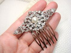 Bridal hair comb with Swarovski cyrstals and pearls