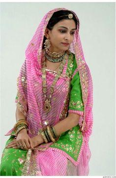 The Rajasthani look Royal Dresses, Indian Dresses, Indian Outfits, Abaya Fashion, Indian Fashion, Fashion Outfits, Indian Look, Indian Wear, Rajasthani Dress