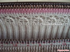 Рассчитывается такой воротничок именно по нижней ажурной полосе. Вяжется на основе промышленной резинки 2х1, это важно, т. к. в ней большее количество петель и растяжимость лучше. Knitting Machine Patterns, Love Machine, Craft Items, Knitting Projects, Knitwear, Knit Crochet, Textiles, Projects To Try, Sewing