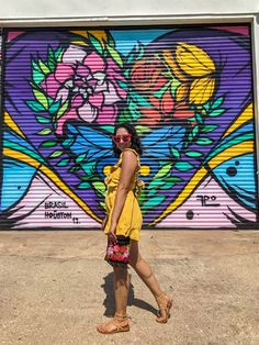 Check out our blog post for the location of this mural and more murals in the Heights Houston. Top instagrammable spots in Houston, Top things to do in Houston. Poses For Pictures, Picture Poses, Cute Pictures, Houston Murals, Houston Heights, Graffiti Artwork, Photography Poses Women, Sunset Colors, Cute Poses