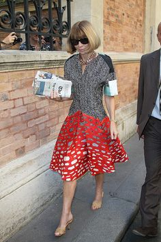 Anna Wintour Style  i  love the dress but it's not the right necklace with it nor the good shoes