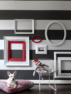 DECOR ACCESSORIES: DECORATING WITH FRAMES.