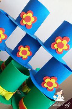 Cartola em E.V.A    Pedido mínimo de 12 unidades. Clown Party, Circus Party, Party Props, Clown Crafts, Crafts For Kids, Arts And Crafts, Nursery Activities, Activities For Kids, Paper Art