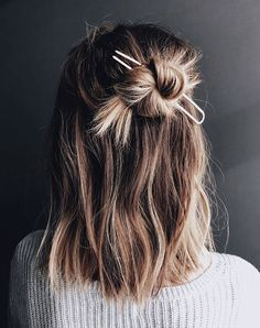 9 Beauty Trends That Will Be Huge in 2018 Hair Accessories. Get this and more 2018 beauty trends you& love. The post 9 Beauty Trends That Will Be Huge in 2018 & BLINK appeared first on Typical Miracle. Cabelo Inspo, Hair Inspo, Hair Inspiration, Beauty Trends, Beauty Hacks, Makeup Trends, Beauty Tips, Beauty Photos, Beauty Bar