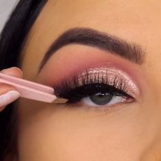 Amazing eye makeup by Makeup Eye Looks, Eye Makeup Steps, Eye Makeup Art, Beautiful Eye Makeup, Smokey Eye Makeup, Eyeshadow Makeup, Pink Smokey Eye, Creative Eye Makeup, Simple Eye Makeup