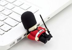 Queen's Guard Driver USB Memory Stick from Japan Trend Shop. Saved to Gadgets. Shop more products from Japan Trend Shop on Wanelo. Tech Gadgets, Cool Gadgets, Usb Drive, Usb Flash Drive, Queens Guard, Genius Ideas, British Things, Take My Money, Union Jack