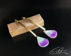 Romantische handgemachte Ohrringe in Gold und Pastelltönen aus | Etsy Bobby Pins, Hair Accessories, Gold, Etsy, Earrings Handmade, Handmade, Leather, Schmuck, Hairpin