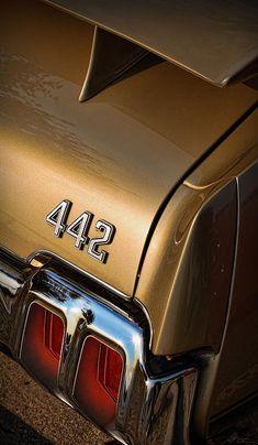 1970 Oldsmobile 442 W-30 - by Gordon Dean II