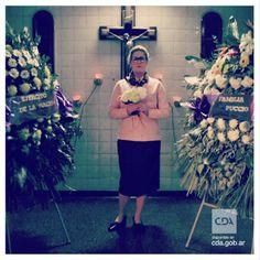 """""""La muerte siempre está de moda"""", #VeronicaLlinás es Angélica Bolona en #HistoriaDeUnClan #Clan #Puccio #Series #FicciónNacional #Ficción #ContenidosDigitales #SeriesTV #VideosaDemanda Disponible en #CDA"""
