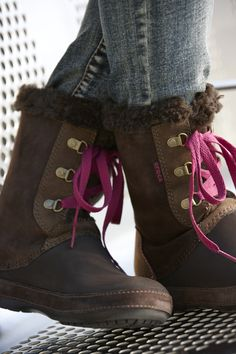 Like the pink laces with brown; Women's Berryessa Hiker Boots by Crocs. I would like to have these!