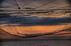 rete da pesca sul molo di Rimini all'alba