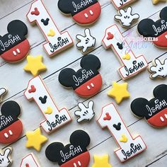Custom orders are welcome! (2 dozen) Mickey and numbers -12 personalized Mickeys -12 personalized numbers (4 dozen ) Minis and regular size cookies -12 personalized Mickeys -12 personalized numbers -12 mini stars -12 mini gloves Please indicate in the notes to seller the date of